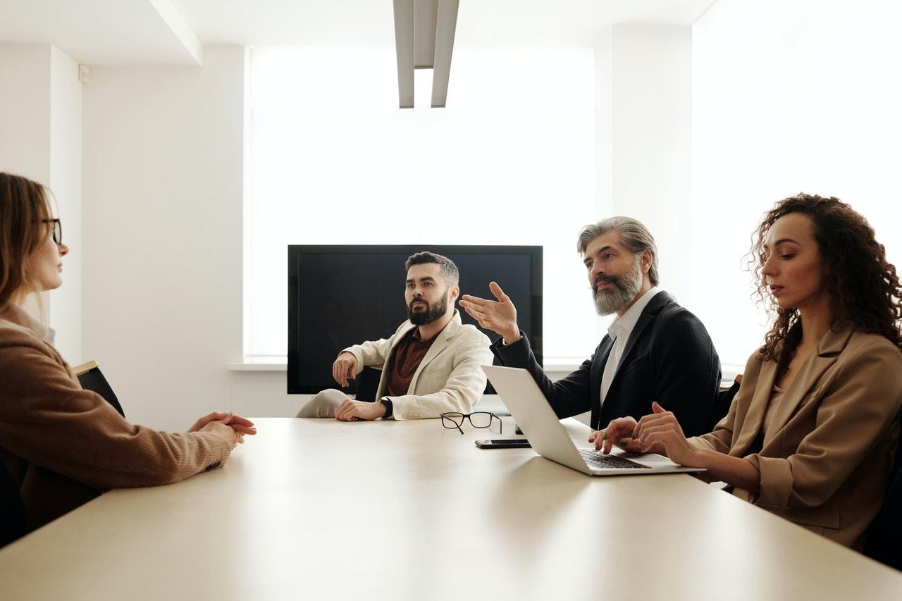 ¿Cómo pueden ayudar las empresas de reclutamiento y selección de personal?