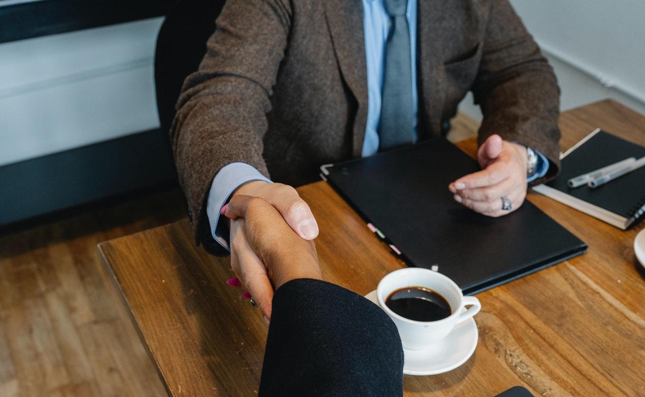 ¿Cómo contratar a los ejecutivos calificados y seleccionar al candidato indicado?